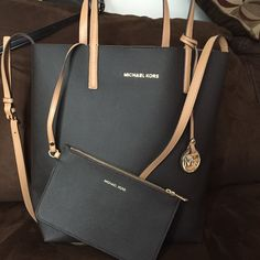 4c6e5569d1 Mk tote with wristlet Large Hayley tote with zip pouch in great condition  no tags or · Michael Kors ...