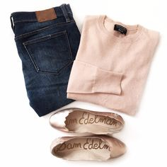 Pantone Color of the Year inspired outfit - rose gold scalloped flats & rose quartz sweater Fall Winter Outfits, Autumn Winter Fashion, Spring Outfits, Rosa Pullover Outfit, Pink Sweater Outfit, Gold Flats Outfit, Casual Chic, Fashion Moda, Womens Fashion