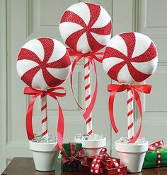121 cheap diy outdoor christmas decorations -page 16 > Homemytri.Com 121 cheap diy outdoor christmas decorations -page 16 > Homemytri. Candy Land Christmas, Candy Christmas Decorations, Grinch Christmas, Primitive Christmas, Winter Christmas, All Things Christmas, Christmas Holidays, Christmas Topiary, Outdoor Decorations