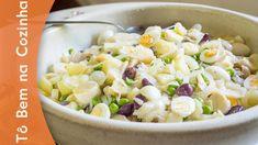 SALADA DE BACALHAU -  INGREDIENTES(serve de 6 a 8 pessoas) - 1kg de bacalhau dessalgado, congelado - 3 cebolas médias, em fatias finas - 1 vidro grande de palmito, em fatias - 1/2 vidro (100g) de azeitonas pretas (chilenas), em fatias - 150g de ervilhas, congeladas - 3 batatas médias, cortadas em cubos - 10 ovos de codornas - Sal - Azeite de oliva