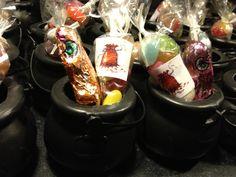 Harry Potter feestje: traktatie. Smekkies in alle smaken met chocoladekikker in een kookpotje (feestwinkel)