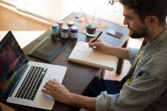Un diseñador es crítico de todo lo visual que está a su alrededor y a menudo tiene grandes ideas sobre cómo mejorar las obras existentes.