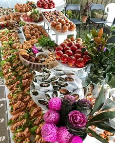 Rob's 70th | A table to gather all the guests around to Eat. Drink. Mingle. Repeat 💛 Party Food Buffet, Food Menu, Beautiful Table Settings, Party Spread, Brunch Wedding, Grazing Tables, Birthday Decorations, Table Decorations, Reception Food
