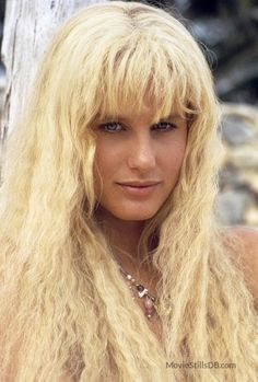 Daryl Hannah - Daryl Hannah is an American film actress. She is the daughter of Susan Jeanne (Metzger), a schoolteacher and later a producer, and Donald Christian Hannah, who Splash Film, Splash Movie, Beautiful Celebrities, Beautiful Actresses, Most Beautiful Women, Beautiful People, Daryl Hannah, 1984 Movie, Touchstone Pictures
