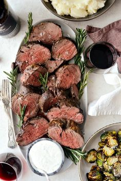 Black Pepper Crusted Beef Tenderloin - Simply Scratch This impressive Black Pepper Crusted Beef Tenderloin is easy and delcious. Served with a falvorful zippy horseradish sauce. Whole Beef Tenderloin, Beef Tenderloin Recipes, Pork Roast, Meat Recipes, Cooking Recipes, Healthy Recipes, Game Recipes, Bon Dessert, Beef Dishes