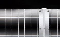 Verjas y cercados de seguridad. Verja Defence Plus con electrónica integrada. #valla, #vallas, #vallado, #vallados, #mallas, #mallas-metalicas, #vallas-jardin y #cerramientos-vallas. Más información en www.rivisa.com