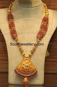 22 carat gold antique finish gold balls necklace strung with multiple strings small ruby beads and gold beads and attached Goddess Lakshmi pendant from Malabar Gold and Diamonds. Beaded Jewelry Designs, Jewelry Patterns, Necklace Designs, Gold Temple Jewellery, Gold Jewellery Design, Gold Jewelry, Wedding Jewelry, Antique Jewelry, Ruby Beads