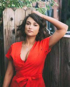 Monica Belluci, Instagram Models, Sexy Body, Nice Tops, Lady In Red, Wrap Dress, Celebs, Girl Celebrities, Beautiful Women