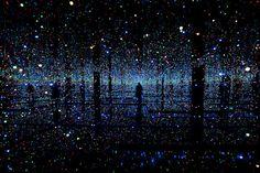 installation by Yayoi Kusama, Infinity-Mirror-Room-01