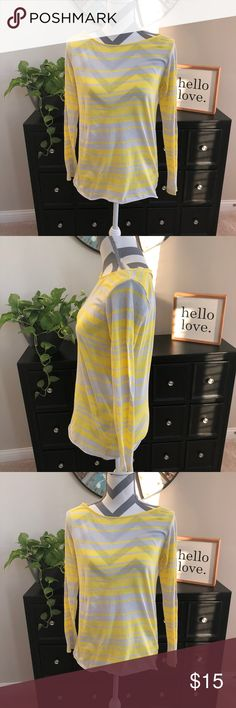 Gap Long Sleeve Shirt - Striped Keep things bright this season with this comfy Gap long sleeve shirt. Size S GAP Tops