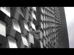 Artist Ned Kahn built these beautiful metallic installations that flutter with the breeze. Kinetic Architecture, Concept Architecture, Facade Architecture, Archi Design, Facade Design, Exterior Design, Kinect, Sequin Wall, Water Tower Place