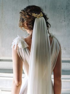 Gold bridal hairpiece and long veil from the SS17 Liv Hart accessories collection
