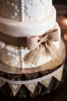 mini burlap banner for wedding cake, pear decor for wedding cake, country wedding dessert #2014 Valentines day wedding #Summer wedding ideas www.dreamyweddingideas.com