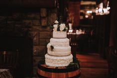 Pretty cake for a winter wedding #weddingcake #weddinginspiration #weddingdetails