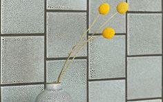Heath Tile: Classic Field Collection // in Chalk-gunmetal (Photo: Jeffery Cross) (kitchen backsplash) Heath Ceramics Tile, Heath Tile, Modern Ceramics, Mid Century Bathroom, Beach House Kitchens, Glazed Tiles, Upstairs Bathrooms, Master Bathroom, Ceramic Materials