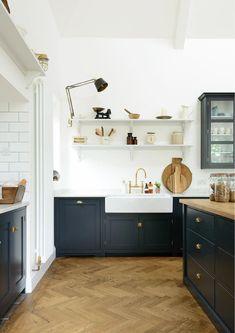 ✓ Rustic Kitchen Decor with Open Shelves Ideas - Page 32 of 59 - Best Home Decor Kitchen Flooring, Kitchen Furniture, Kitchen Cabinets, Kitchen Backsplash, Cheap Furniture, Black Cabinets, Furniture Websites, Kitchen Counters, Inexpensive Furniture