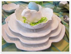 JBigg's Little Pieces: Spring to Easter Tablescape in Just A Hop http://jbiggslittlepieces.blogspot.com/2014/03/spring-to-easter-tablescape-in-just-hop.html