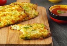 Batoane de broccoli și conopidă la cuptor Raw Vegan, Quiche, Food And Drink, Healthy Recipes, Meals, Cooking, Breakfast, Broccoli, Eve