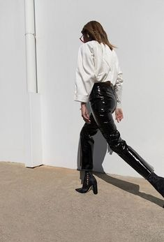 Fashion Gone rouge : Photo Fashion Week, Look Fashion, Autumn Fashion, Fashion Outfits, Fashion Tips, Fashion Trends, Net Fashion, Casual Outfits, Patent Leather Pants