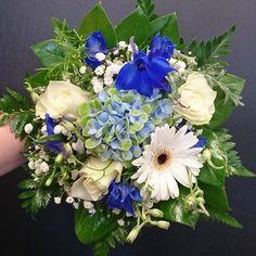 Kuvahaun tulos haulle sinivalkoinen kukkakimppu