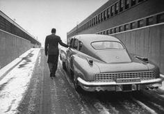 Tucker leaving factory in 1948