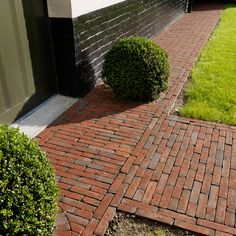 Dream Garden, Home And Garden, Garden Cottage, Brick Walkway, Recycled Garden, Brick Design, Diy Garden Decor, Landscape Lighting, Garden Paths
