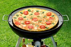 Een heerlijke pizza Camping Grill, Camping Meals, Grilling, Cadac Recipes, Caravan Holiday, Bar B Q, Cool Campers, Best Bbq, Rezepte