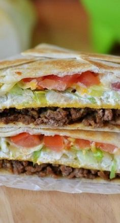 Taco Bell Crunchwrap Supreme (Copycat)~ Seasoned ground beef, nacho cheese, a crunchy corn tortilla, sour cream, lettuce and tomato all wrapped inside a large flour tortilla Beef Recipes, Mexican Food Recipes, Cooking Recipes, Recipies, Yummy Recipes, Salad Recipes, Taco Bell Recipes, Cooking Ribs, Fondue Recipes