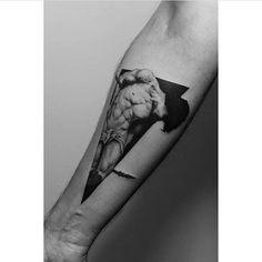 Forearm tattoo based on a Roberto Ferri painting. Artista Tatuador: Paweł Indulski · Dotyk