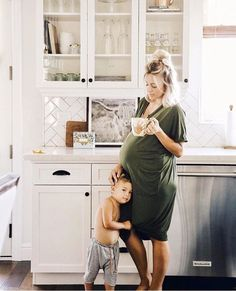 Mom and children photography family pictures sweets 35 Ideas Cute Family, Baby Family, Family Life, Family Goals, Pregnancy Outfits, Pregnancy Photos, Pregnancy Style, Baby Pregnancy, Pregnancy Fashion