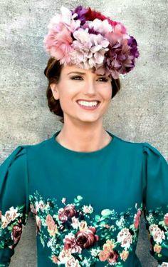 La perfecta invitada: Inspiración para invitadas perfectas Winter Looks, Chic Wedding, Wedding Styles, Tea Hats, Fascinator Hats, Fascinators, Headpieces, Wedding Guest Looks, Races Fashion
