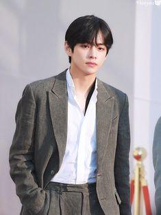 Bts Vmin, Jungkook V, Kim Taehyung, Handsome Faces, Most Handsome Men, Disney Princess Rapunzel, Bts Pictures, Bts Boys, Taekook