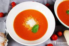 Hustú, voňavú, červenú a naozaj paradajkovú polievku si môžete uvariť aj doma a dokonca aj v zime. Najlepšie je pripraviť sa ešte počas top rajčinovej sezóny a nazavárať domáce pretlaky. S týmto zázrakom je polievka hotová o chvíľočku. Thai Red Curry, Ale, Tasty, Fruit, Health, Ethnic Recipes, Soups, Health Care, Ale Beer