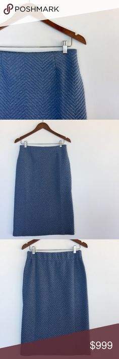• QUILTED skirt • euc • quilted • sky blue • see pics for measurements • elasticated waist (back) Comme Toi Skirts