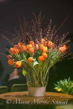 Tulips in vase. Styling by Gunnar Kaj & Blomsterframjandet. Photo by Minna Mercke Schmidt