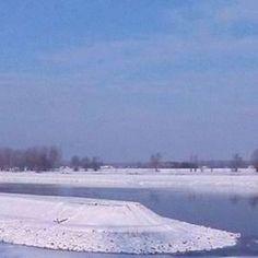 Špic Zimske luke u Osijeku pod snijegom, i dio rijeke drave
