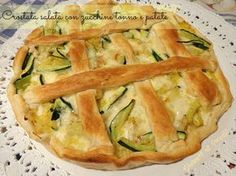Tuna tart with zucchini and potato pie recipe Veggie Recipes, Cooking Recipes, Fingers Food, Brunch, Best Italian Recipes, Food Waste, Food Humor, Frittata, International Recipes