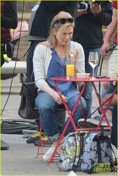 Renee Zellweger Filming 'Bridget Jones's Baby' in London, England Friday afternoon (October 9, 2015)