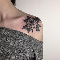 Перекрытие старой татуировки, от Алины @alinatu  Для того чтоб попасть на сеанс, пишите alinatuart@gmail.com  #sashatattooingstudio #tatoo #line #work #tattoostudio #artist #linework #blacktattoo #tattoogirl #flower #art #tattooartist #tattoopeople #tattoorussia