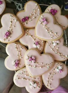 What could be better Valentines Day gift than some adorable Valentines Day Cookies? So here are some cute valentines day cookies for you. Cookies Cupcake, Fancy Cookies, Flower Cookies, Heart Cookies, Iced Cookies, Easter Cookies, Cute Cookies, Royal Icing Cookies, Vintage Cookies