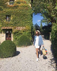 Time to explore  A minha Fhits influencer recifense @blogrebekaguerra e a encantadora Toscana na Itália. Bom dia e uma ótima quarta-feira a todos!  #FhitsTeam #FhitsAroundTheWorld