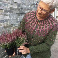 Frjókorn KIT - Icelandic Knitter - Hélène Magnússon Fair Isle Knitting, Free Knitting, Knitting Patterns, Crochet Patterns, Crochet Hooks, Knit Crochet, Icelandic Sweaters, Fair Isle Pattern, Red Sweaters