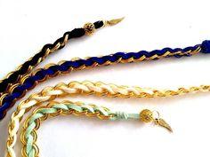 また違った編み方のスウェード&チェーンブレスレットの作り方を紹介します。 スウェードひもを使ったチェーン織ブレ…