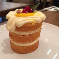 Lemon and almond mini cake
