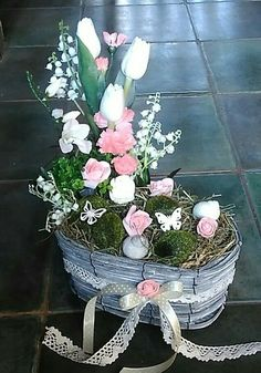 Easter And Spring Decorations. A Box Of Powdery Pink And White Flowers Easter Flower Arrangements, Easter Flowers, Beautiful Flower Arrangements, Flower Vases, Spring Flowers, Floral Arrangements, White Flowers, Topiary Centerpieces, Diy Gift Baskets