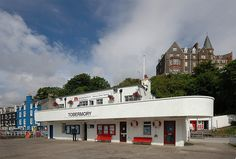 The pier buildings at Tobermory have a art deco look about them. Seaside Art, Art Deco Movement, Buildings, Mansions, Architecture, House Styles, Home Decor, Mansion Houses, Homemade Home Decor