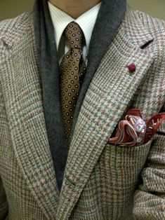 Craving Color – Parisian Gentleman Everything about this wardrobe works! Now the only question that remains is: Is his pocket square secured with the help of The Hanky Buddy? Gentleman Mode, Dapper Gentleman, Gentleman Style, Gq Style, Style Blog, Swag Style, Sharp Dressed Man, Well Dressed Men, Classic Men