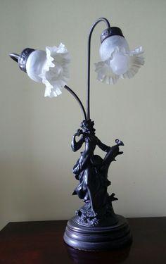 Luminária em Petit bronze Mangas em opalina
