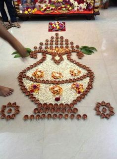 Rangoli Designs Flower, Rangoli Border Designs, Colorful Rangoli Designs, Rangoli Ideas, Rangoli Designs Diwali, Rangoli Designs Images, Flower Rangoli, Easy Rangoli Designs Videos, Flower Designs