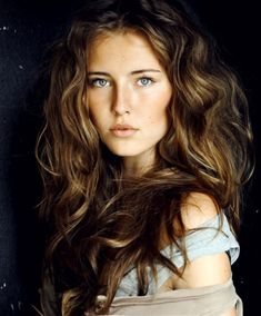 10 Formal Hairstyles For Really Long Hair. Love her hair color. Formal Hairstyles For Long Hair, Pretty Hairstyles, Messy Hairstyles, Wedding Hairstyles, Good Hair Day, Great Hair, Ojos Color Cafe, Undone Look, Really Long Hair